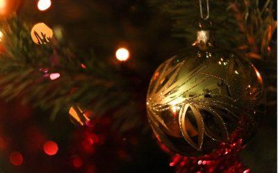 Chèques ou cartes : quels cadeaux de Noël pour les salariés ?